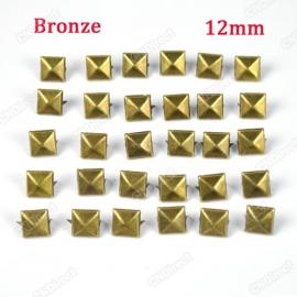 Studs vierkant Brons12 mm 30 voor € 2,50