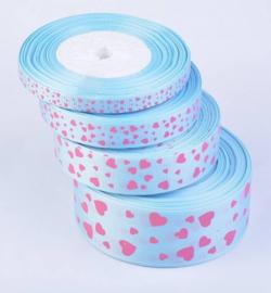 Licht blauw met roze hartjes