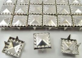 Vierkantje 9 x 9 mm 10 voor € 1,00