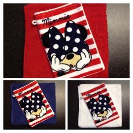 Nr. 4 . Handdoek met naam en Disney washandje