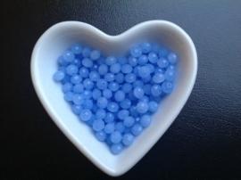 Pastelblauw.  6 x 5 mm.  25 voor