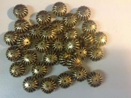 Goudkleurige kraal 18 mm  8 stuks € 0,90