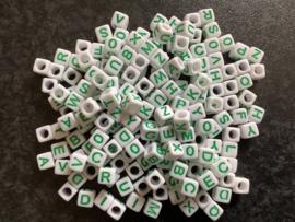 Wit / groen. 6 x 6 mm.  25 voor