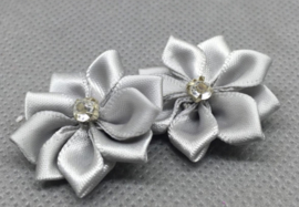 Bloemen met strass grijs