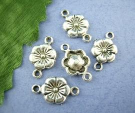 Bloem zilver  16 x 12 mm.    5 voor
