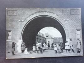 Dordrecht, Ingang Stichting Woningzorg a/d Dubbel weg, 1916