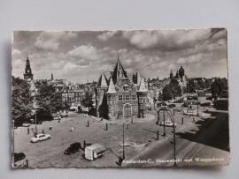 Amsterdam-C Nieuwmarkt met Waaggebouw 1955
