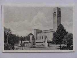 Hilversum, Raadhuis met vijver (1932)