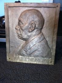 Bronzen plaquette met relief portret van dhr W Fenenga