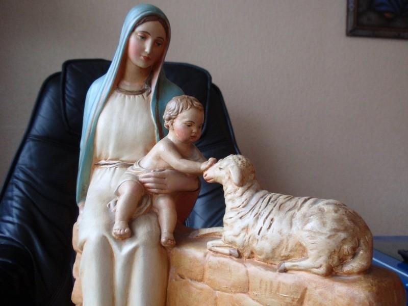 Gipsen sculptuur, Maria met kind en lam 19e eeuw