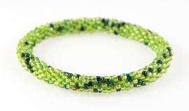 Armbandje licht groen spikkel