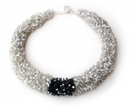 Loop Necklace - white/black