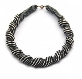 Twisting Necklace zwart-wit