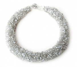 Loop Necklace -white/silver