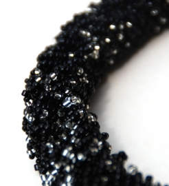 Loop Necklace - black