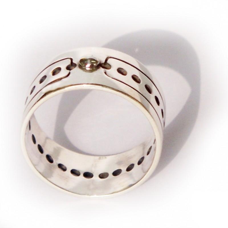 Many holes ring