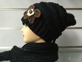 Gebreide muts met bijpassende sjaal zwart