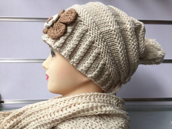 Gebreide muts met bijpassende sjaal zacht beige