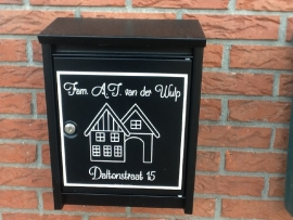 Sticker Familienaam + straatnaam of eigen tekst The River House in kader