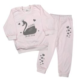 Pyjama 'Zwaan' met naam en datum
