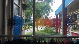 Raamstickers regenboogschool