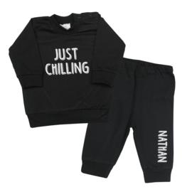 Pyjama 'Just Chilling' met naam naar wens