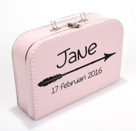 Koffertje pijl met naam en datum