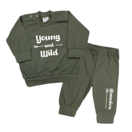 Pyjama 'Young and wild' met naam