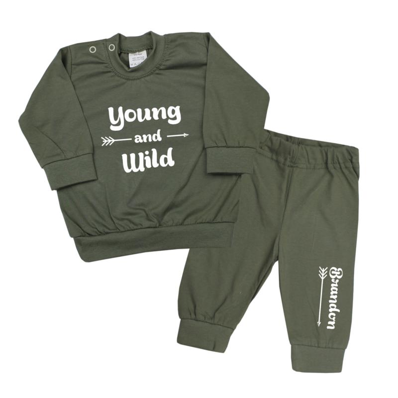 Pyjama 'Young and wild' met naam