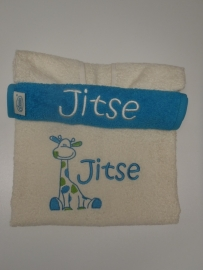 Kraampakket Luxe  babybadponcho en slab met girafje en naam