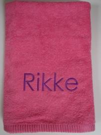 Dikke handdoek met naam borduren 50x100 cm