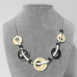 Halsketting art. 8535 - crème/taupe/zilverkleur
