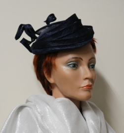 Maddox damesdop/haargarnering art. OCF 105 - donkerblauw