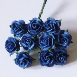 Paper roses, 15 mm. koningsblauw