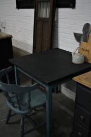 brocant tafeltje met stoel