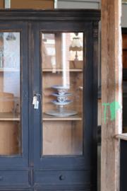 Industriële vintage servieskast