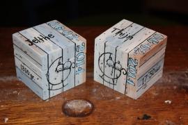 Houten doos vierkant met los deksel, afmeting 5 x 5 x 5 cm.