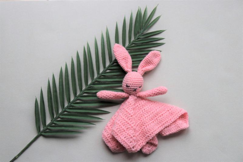Babyknuffel met naam l.roze