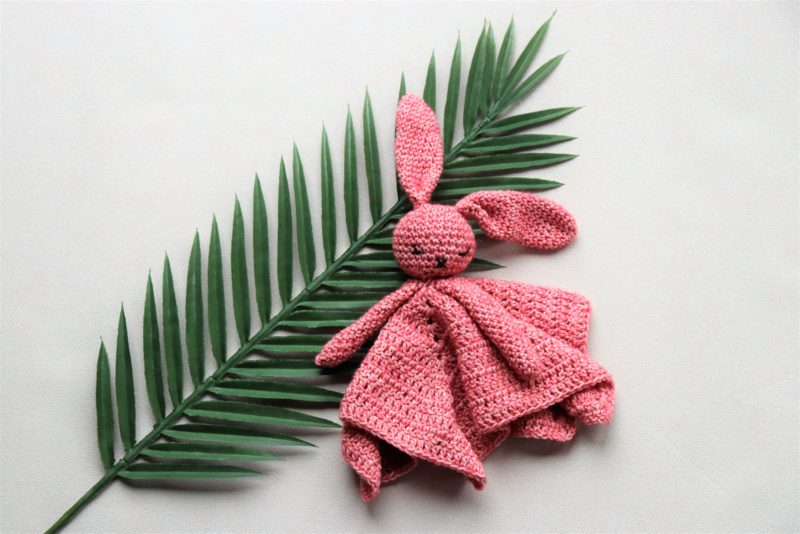Babyknuffel met naam rood-roze