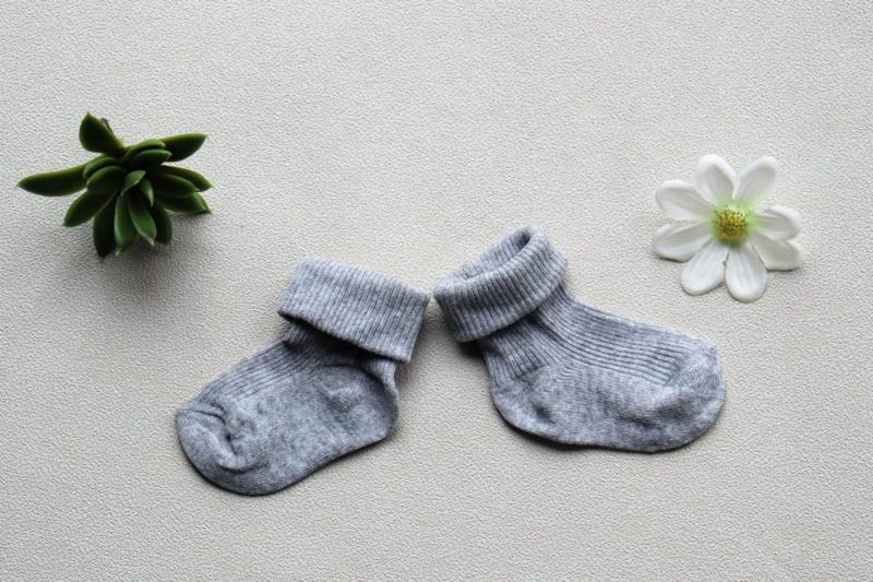 Grijze baby  sokken met naam 86/92