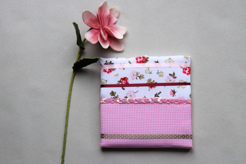 Haarspeldenbord licht roze met bloemetjes