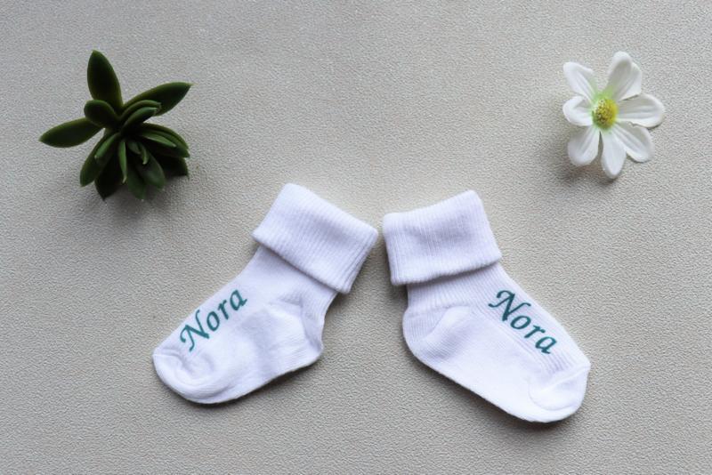 Witte sokken met naam maat 62/68