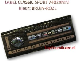 LABEL CLASSIC SPORT 74X29MM BRUIN-ROZE (102/70)