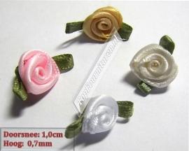 Roosjes satijn 1cm decoratief afgewerkt met blaadjes