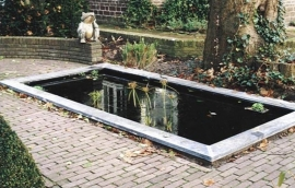 Rectangular pond with a zinc edge.(building kit)