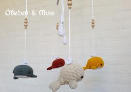 Muziekmobiel walvisjes met witte druppels