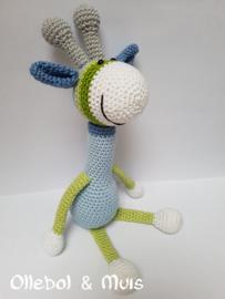 Gehaakte giraf lichtblauw met groen