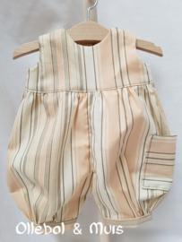 Waldorf poppen broek met t-shirt, gebreid vestje en bijpassende schoentjes