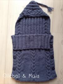 Gebreide trappelzak / voetenzak jeans blauw