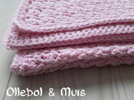 Gehaakte deken licht roze